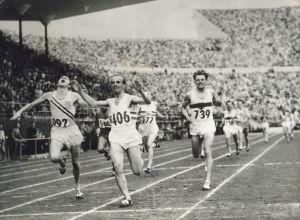 Josy Bartehl 1952-26 Arrivée 1500 m